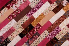 Лоскутное шитье из полосок ткани