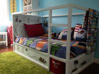 Кровать кюра в интерьере