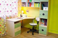 Детские письменные столы с полками для школьника