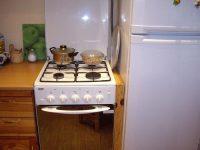Чем отгородить холодильник от газовой плиты
