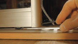 Регулировка роликов на двери шкафа купе