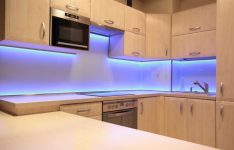 Подсветка для кухни под шкафы светодиодная
